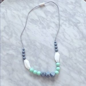 Teething baby necklace for mom!